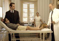 Ortopedista examina Claudio (Foto: TV Globo)