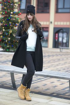 Read review about Timberland shoes: http://www.goldstrappyheels.com/blog/timberland-teddy-fleece-ankle-boot-for-women.html