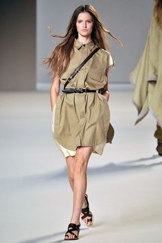 See the complete Chloé Spring 2010 Ready-to-Wear collection.