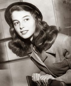 Pier Angeli at 18 in Hollywood Old Hollywood, Golden Age Of Hollywood, Hollywood Glamour, Classic Hollywood, Mode Vintage, Vintage Vogue, Vintage Glamour, Vintage Versace, 1940s Fashion