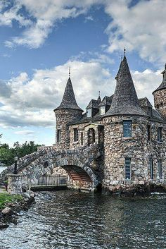 20 of the Most Beautiful Fairy Tale Castles in the World - Avenly Lane Travel Power House of Boldt Castle in Thousand Islands New York, USA (yes, a castle in the USA). Click through to see 20 of the most BEAUTIFUL fairy tale castles in the world! Beautiful Castles, Beautiful Buildings, Real Castles, Unique Buildings, Places Around The World, Oh The Places You'll Go, Beautiful Places In The World, Photo Chateau, Foto Picture