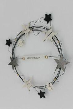 On craque pour ces sublimes étoiles pour la plupart » home made ». En bois, papier, feutre ou céramique, colorées ou naturelles, on en met partout dans la maison! ( source. p…