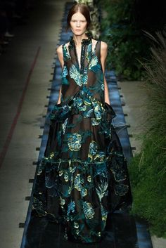 ::: unique silhouette & great use of floral pattern ::: Erdem Spring 2015 r2w :::