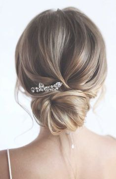 100 Prettiest Wedding Hairstyles For Ceremony and Reception messy updo bridal hairstyle,updo hairstyles ,wedding hairsty Hairdo For Long Hair, Wedding Hairstyles For Long Hair, Loose Hairstyles, Bride Hairstyles, Wedding Hairdos, Bridesmaid Updo Hairstyles, Formal Hairstyles, Hair Dos, Short Hair