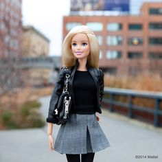 """""""Enjoying this beautiful day in New York with a walk on the @HighlineNYC! #highlinenyc #barbie #barbiestyle"""""""