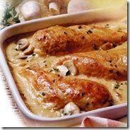 Receta muy fácil de pechugas de pollo bañadas en crema con champiñones.