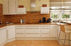 Wood countertops Cuisine Rueckwand yellow wall paint