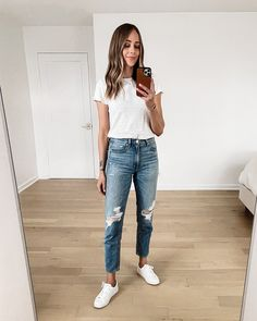 Jeans Outfit For Work, Jeans And T Shirt Outfit, White Shirt Outfits, White Shirt And Jeans, Jeans Outfit Winter, Fall Jeans, Summer Jeans, Mother Denim, Fashion Jackson