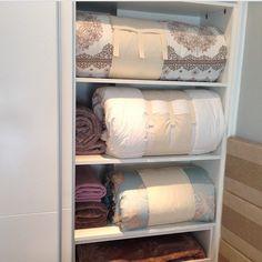 Organizando roupa de cama