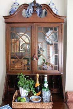 Secretary Desk Inspiration – Blue and White Home Bookcase Bar, Bookcases, Desk Inspiration, Secretary Desks, White Houses, Traditional House, Apartment Living, White Porcelain, Decoration
