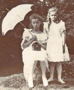 Olga and Maria Romanov, 1907