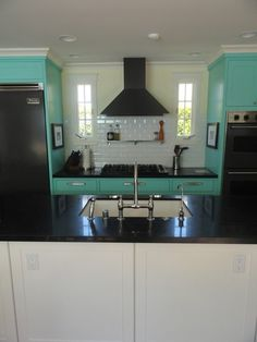 I love this Tiffany touch to the kitchen