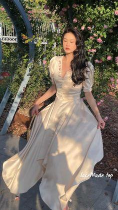 Elegant Dresses, Pretty Dresses, Vintage Dresses, Casual Dresses, Retro Fashion, Vintage Fashion, Romantic Outfit, Parisian Style, Modest Outfits