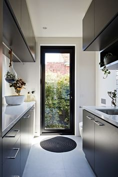 17 Awesome Ideas Fоr Laundry Room Fоr Small Spaces – Home Design Modern Laundry Rooms, Laundry In Bathroom, Laundry Closet, Basement Bathroom, Laundry Area, Laundry Doors, Basement Laundry, Basement Kitchen, European Laundry