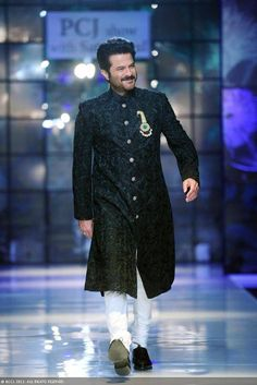 Anil Kapoor showcases a creation by designer Satya Paul on Day 3 of Delhi Couture Week, held in New Delhi, on August DCW Day Satya Paul Photogallery at ETimes Mens Indian Wear, Indian Groom Wear, Indian Men Fashion, Mens Fashion, Suit Fashion, Wedding Dress Men, Wedding Men, Wedding Suits, Sherwani Groom