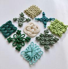 Origami Flowers Tutorial, Macrame Tutorial, Decorative Knots, Japan Crafts, Rope Crafts, Diy Keychain, Macrame Projects, Macrame Patterns, Macrame Knots