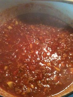 Homemade spaghetti sauce using ground venison and fresh garden veggies! I want to try this but with ground turkey. hard to find a sauce not made with canned tomatoes Deer Recipes, Wild Game Recipes, Homemade Spaghetti Sauce, Spaghetti Recipes, Deer Stew, Ground Venison, Ground Turkey, Venison Recipes, Venison Meals