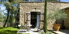 Domaine Les Roullets, Near Oppède, Provence, France Hotel Reviews | i-escape.com