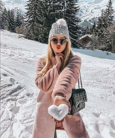winter outfits new york Fotos zum Nachbauen Snow Photography, Photography Poses, Photography Captions, Heart Photography, Travel Photography, Photography Projects, Vintage Photography, Lifestyle Photography, Winter Instagram Captions