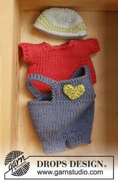 """Free pattern: Knitted DROPS boy doll with removable clothes in """"Paris""""."""