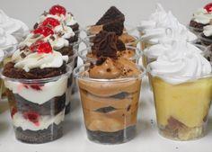 Postres!... quien dijo : Yo!? / Paula Aguirre pastry design Fancy Desserts, Wedding Desserts, No Bake Desserts, Dessert Shooters, Pastry Design, Banana Split, Mini Foods, Sweet Cakes, Bonbon
