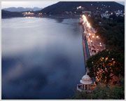 Fateh Sagar is built by Maharana Fateh Singh, this elegant lake is surrounded on three sides by hills, and the Pratap Memorial on the north. One can indulge in boat rides on the rippling waters, and row across to the Nehru Park - an island garden.