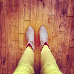 Tan ankle boots and mustard jeans <3