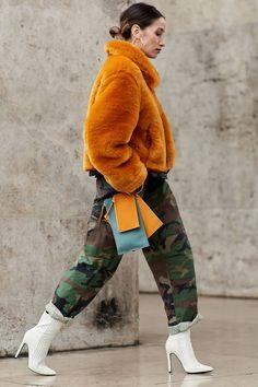 paris-fashion-week-street-style-fall-2018-250787-1520040493133-image.1200x0c.jpg 1,000×1,500 pixels