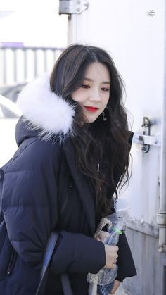 your best source for everything about Blockberry Creative's girl group, LOOΠΔ. South Korean Girls, Korean Girl Groups, Month Animals, Wubba Lubba, Oppa Gangnam Style, Singing In The Rain, Thing 1, Olivia Hye, I Love Girls