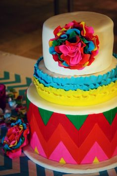 Love the colors on this cake!