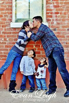 such a cute idea for a great family portrait