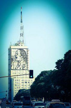 Ministerio de Salud con la imagen de Eva Peron Evita Musical, All About Eve, Piazza Navona, Biggest Fears, Empire State Building, Statue Of Liberty, Famous People, Explore, History