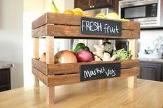 料理に取り入れたい新鮮な野菜は、冷蔵庫にしまってもよいが、「野菜ストッカー」に収納してみてはいかがだろうか。このアイデアを取り入れることによってキッチンがおしゃ…