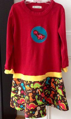 Mädchenkleid aus einem alten Shirt. Volant aus einem Schnittmuster von pattydoo.de. Der Verbindungdteil und die Ärmelenden (5cm als den alten Ärmel abschneiden) sind aus Bündchen-Stoff. Upcycling girl dress.