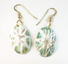 #MotherofPearl Oval Carved #Starburst White Green #Earrings #handamde by @DianesDangles #Jewelry on #ArtFire