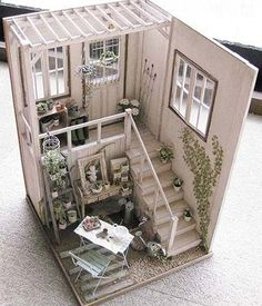 Dollhouse Miniature (Rosy) Beautiful inspiring work with lots of pictures from room boxes to plants, the site has translation but if you do will be unable to pin from the site.