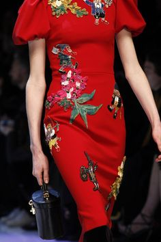Dolce & Gabbana Fall 2016 Ready-to-Wear Accessories Photos - Vogue Haute Couture Style, Couture Details, Fashion Details, Fashion Design, Quirky Fashion, Love Fashion, High Fashion, Fashion Show, Fashion Looks