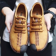 Men British Style Retro Stiching Soft Sole Lace Up Flat Cap-toe Casual Shoes
