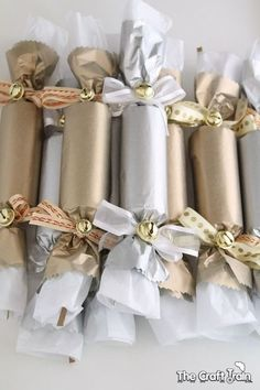 DIY Christmas and new year's eve crackers christmas crackers DIY Christmas and new year's eve crackers Silver Christmas, Noel Christmas, Christmas Colors, Christmas And New Year, Christmas Ideas, New Year's Crafts, Holiday Crafts, Crafts For Kids, Silvester Diy