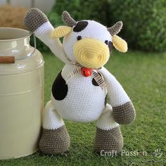 FREE COW amigurumi pattern, MooMoo Cow, crochet from a medium weight acrylic yarn in white, yellow & brown. The black patches are sewn on felt.