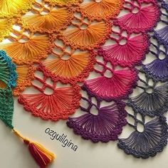 Crochet Shawl Diagram, Crochet Stitches, Mode Crochet, Knit Crochet, Knitted Shawls, Crochet Scarves, Hairpin Lace Crochet, Knitting Patterns, Crochet Patterns