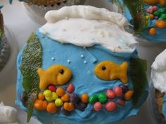 i love cute cupcake ideas!  gonna have to try this one soon!