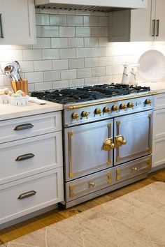 Best Beautiful Kitchen Features A White Kitchen Island Topped 640 x 480