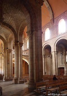 Para muchos el complejo de la Real Colegiata de San Isidoro de León es el monumento más valioso del románico español. No en vano fue un lugar mimado por la prestigiosa monarquía leonesa en la segunda mitad del siglo XI y la primera del XII.