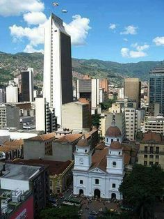Medellín - Edificio Coltejer Colombia Travel, San Francisco Skyline, Cali, Travel Tips, Mansions, Country, World, House Styles, Pictures