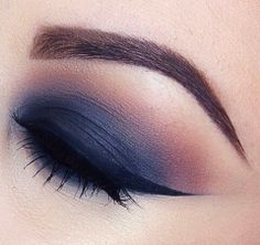 Monday winged eye makeup inspiration.    LASULA LOVES  #makeup