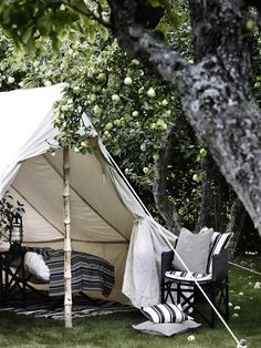 Apple orchard camping looks a lot like apple orchard glamping. Outdoor Rooms, Outdoor Gardens, Outdoor Living, Outdoor Decor, Tent Living, Outdoor Retreat, Camping Con Glamour, Decoracion Vintage Chic, Gazebos