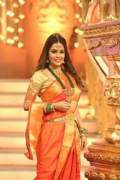 Gold Wedding Crowns, Wedding Bride, Bridal Silk Saree, Saree Wedding, Indian Sarees, Silk Sarees, Maharashtrian Jewellery, Orange Saree, Indian Bridal Outfits