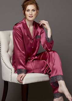 Julianna Rae pajamas are luxury silk pjs with lace trim and ribbon details in flattering styles that accentuate your beautiful natural curves and colors to compliment your skin tone! Pyjama Satin, Silk Pjs, Satin Sleepwear, Satin Pajamas, Women's Pajamas, Olivia Von Halle, Plus Size Sleepwear, Curvy Girl Lingerie, Relaxed Outfit