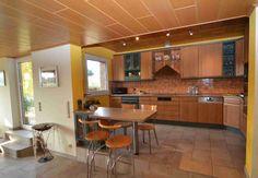 Küche 11 m² mit Kühlschrank, Herd, Ofen, Mikrowelle, Spülmaschine und Dunstabzugshaube in Köln Merkenich